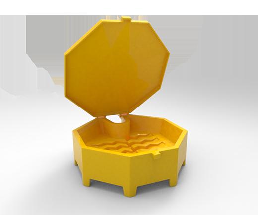 DESCRIPCIÓNEl EMBUDO esta fabricado mediante el proceso de rotomoldeo con polietileno de media densidad para darle mayor resistencia a impactos y evitar deformaciones.Con protección a los rayos UV.Resistentes a las condiciones del clima.De gran diámetro.La superficie de drenaje cubre la parte superior de tambos de 200 lts. para conservarlos limpios.Tapa con bisagra adjunta evitando que penetre la mugre y los contaminantes; así mismo que evita que se pierda la tapa.No se mueve cuando se levanta la tapa.Paredes laterales de 10 cm que ofrecen protección adicional.Mantiene las botellas rectas en vaciado.FUNCIONALIDADEl EMBUDO es ideal para tambos de 200 litros, para la recolección de residuos líquidos, con paredes laterales altas ofreciendo una protección adicional; evitando derrames o salpicaduras durante el llenado.CARACTERÍSTICASCAPACIDAD DE VERTIDO: 20 Lts.COLOR: Amarillo.MEDIDAS:Diámetro externo: 67 cm.Diámetro interno: 61 cm.Alto: 21.5 cm.